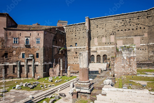 Photo Ancient ruins of the Forum of Augustus with Temple of Mars the Avenger inaugurat