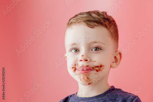 Photo  Little boy eating chocolate
