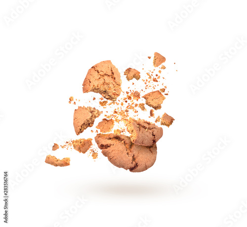 Photo  sweet cookies in dynamics on white background