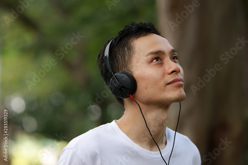 Fotomural  音楽を聴く男性