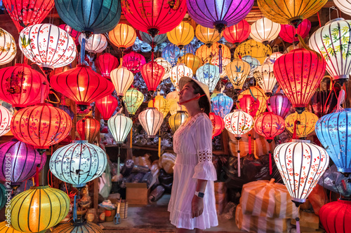 Obraz Travel woman choosing lanterns in Hoi An, Vietnam - fototapety do salonu