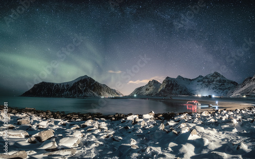 Türaufkleber Blaue Nacht Aurora borealis with milky way over snow mountain on coastline
