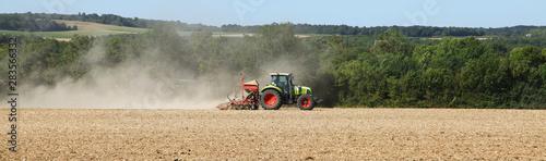 Semis dans un champ par un tracteur Tablou Canvas