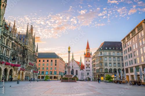 Staande foto Oude gebouw Old Town Hall at Marienplatz Square in Munich