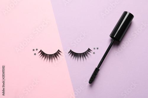 Valokuvatapetti False eyelashes and mascara on color background, flat lay