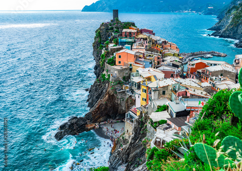 Amazing view over the village of Vernazza, one of the Cinque Terre in Italy Fototapet