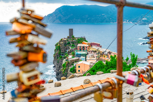 Amazing view over the village of Vernazza, one of the Cinque Terre in Italy Tableau sur Toile