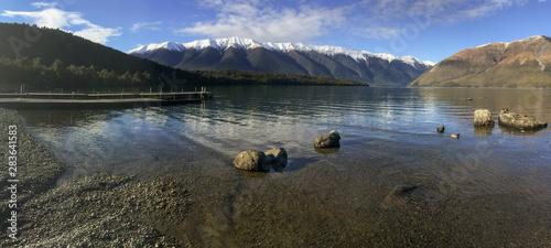 Photo panoramic view of lake Rotoiti with Saint Arnaud range in Nelson Lakes National