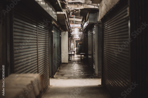 Photo Old market abandoned all shop close without people from the economic downturn