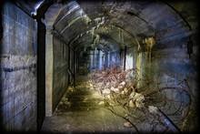 Müll Und Schrott Lagert In Einem Alten Bunker