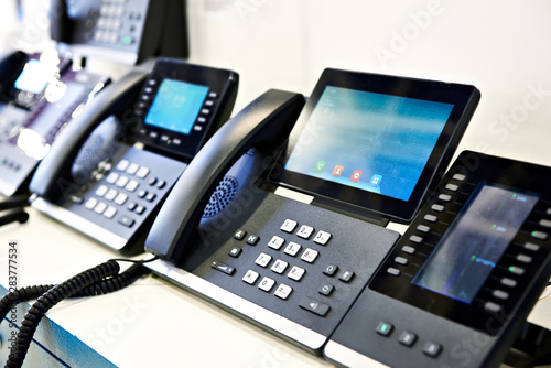 Pinturas sobre lienzo  Office phones
