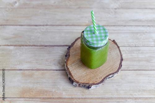 Detox zielony koktajl z zielonymi warzywami - fototapety na wymiar