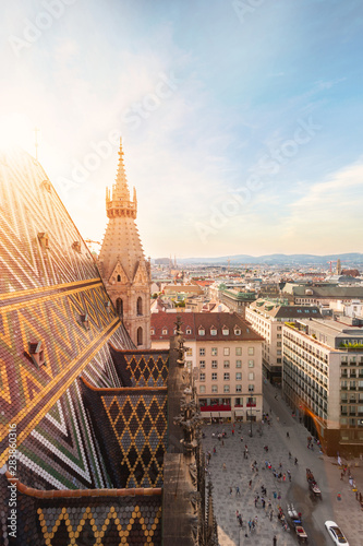 Photo sur Aluminium Vienne View of the city from the observation deck of St. Stephen's Cathedral in Vienna, Austria