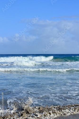 Fototapeta 伊豆下田 台風前の大波の入田浜 obraz na płótnie