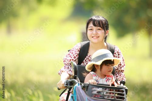 Photo 自転車に乗る親子