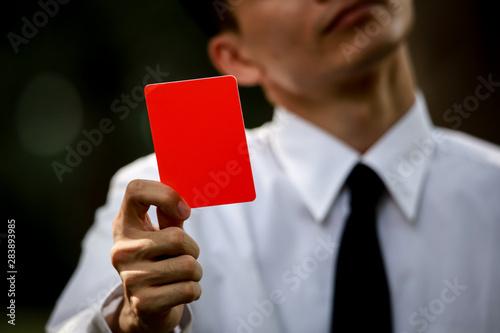 Valokuvatapetti レッドカードを出す男性社員