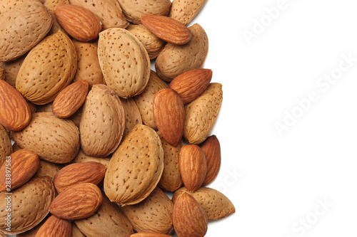 Fotomural almonds isolated on white background top view