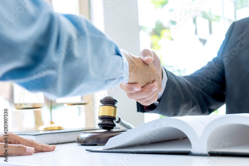Photo  Lawyer or judge  with gavel and balance handshake