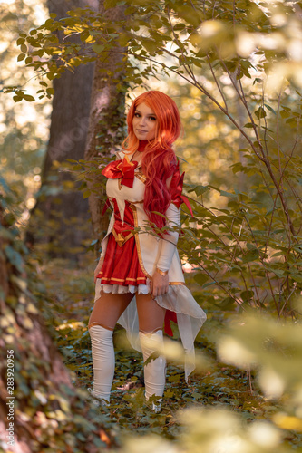 Photo young red head girl play cosplay miss fortune from leaque of legends in the woods