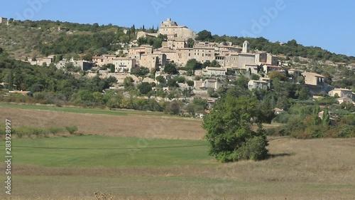 Fotografie, Obraz  Le village de Simiane-la-Rotonde Dans les Alpes-de-Haute-Provence