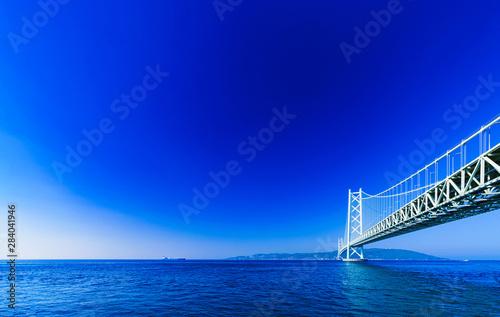 Montage in der Fensternische Dunkelblau Landscape of Akashi Kaikyo Bridge in the background of blue sky in the summer morning