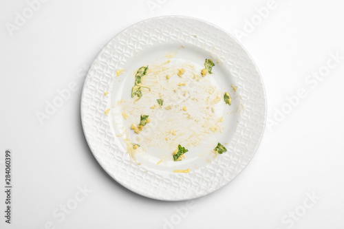 Fotomural Dirty plate with food leftovers on white background, top view