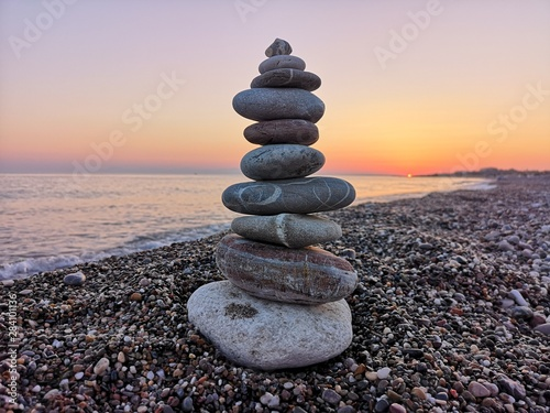 Fotomural stack of stones on the beach