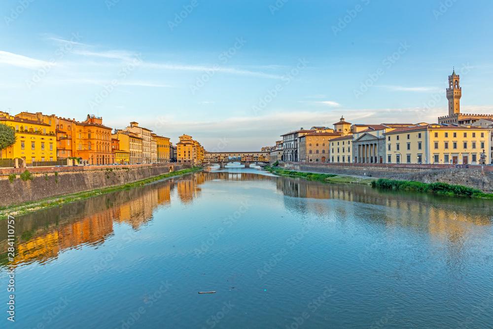 Fototapeta historic Ponte Veccio in Florence at river Arno