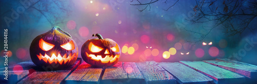 Foto Jack O' Lanterns Glowing In Fantasy Night. Halloween Background