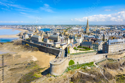 Canvastavla  Beautiful view of the city of Privateers - Saint Malo in Brittany, France