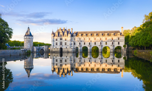 Foto auf AluDibond Himmelblau Chateau de Chenonceau is a french castle spanning the River Cher near Chenonceaux village, Loire valley in France