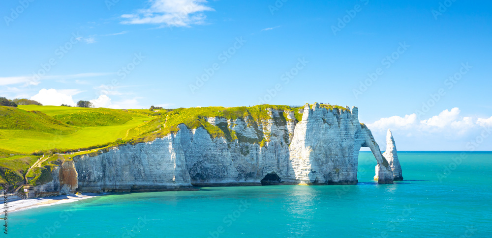 Fototapety, obrazy: Picturesque panoramic landscape on the cliffs of Etretat. Natural amazing cliffs. Etretat, Normandy, France, La Manche or English Channel. Coast of the Pays de Caux area in sunny summer day. France