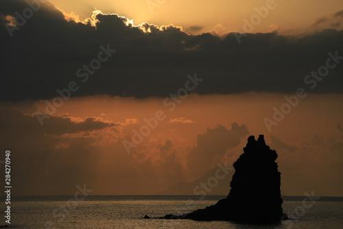 Fotobehang Pier coucher de soleil aux îles éoliennes