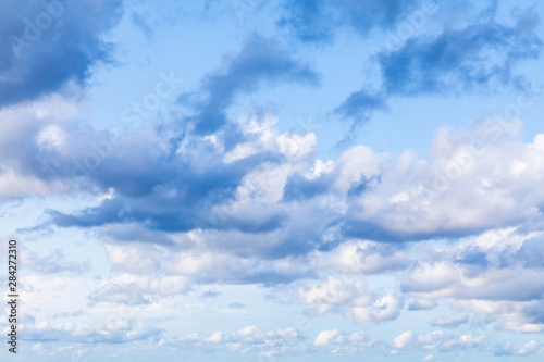 Photo The vivid sky or heaven background with white and blue clouds under the sun rays