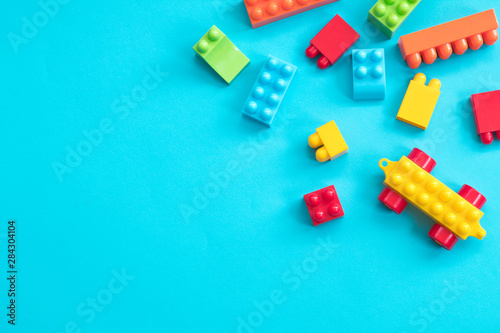 Photographie  Plastic toy blocks on blue background
