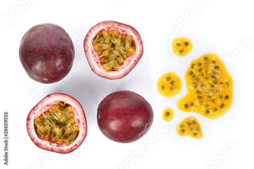 Fotografía  Top view set of Passion fruit isolated on white background