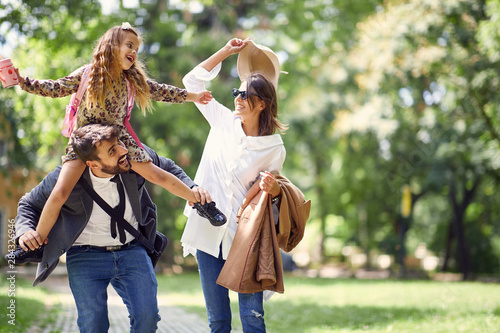Poster Ouest sauvage family having fun in park after school
