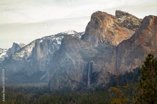 Photo View of Mountain Landmark on view point Yosemite National Park at USA