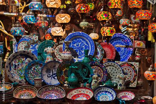 Selling porcelain at Grand Bazaar, Istanbul, Turkey Billede på lærred