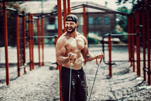 Fitness Man Exercising With St...