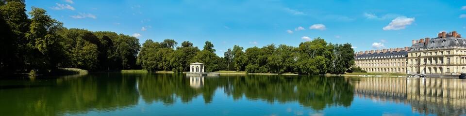 Fototapeta na wymiar parc du château de fontainebleau
