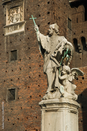 Poster Historisch geb. Italy, Milan. A statue on the grounds of the Sforzesco Castle.