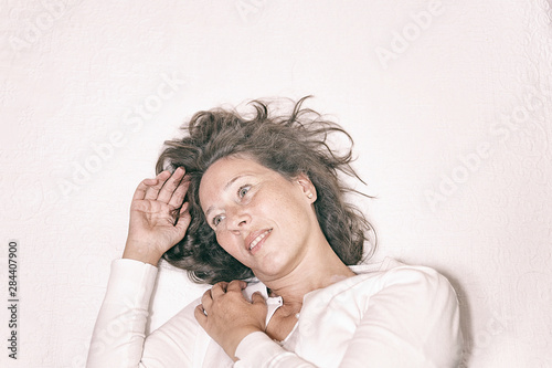 Photo  mature woman in relaxing moment VIII