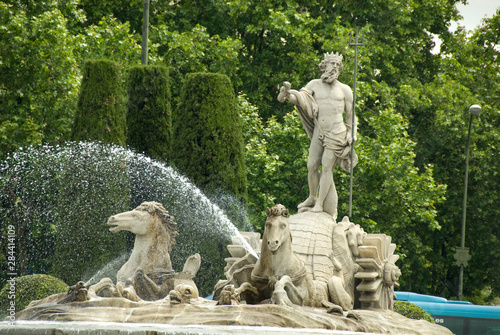 Poster Historisch geb. Spain, Madrid. Neptune fountain (aka Neptuno) in Paseo del Prado area.