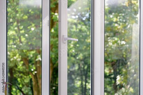 Photo sur Aluminium Pistache plastic vinyl window