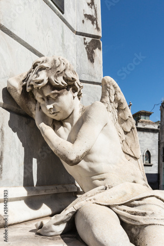Poster Historisch geb. Argentina, Buenos Aires. Close-up shot of angel at La Recoleta Cemetery
