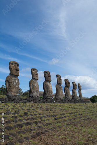 Deurstickers Historisch mon. Chile, Easter Island aka Rapa Nui. Ahu Akivi, ceremonial platform with seven restored standing moai statues. Rapa Nui National Park, UNESCO.