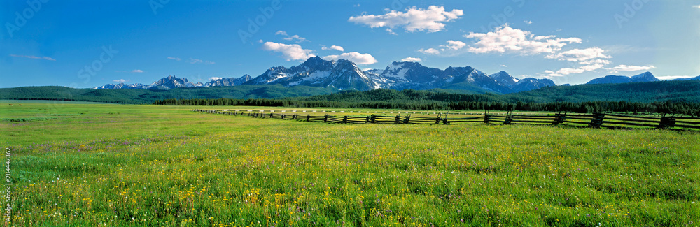 Fototapety, obrazy: USA, Idaho, Sawtooth NRA. A split-rail fence extends to the Sawtooth Range at Sawtooth NRA, Idaho.