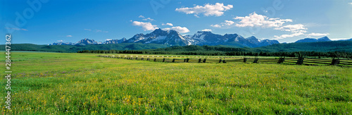 USA, Idaho, Sawtooth NRA. A split-rail fence extends to the Sawtooth Range at Sawtooth NRA, Idaho. - 284447362