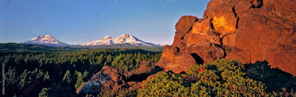 Fototapety, obrazy: USA, Oregon, Three Sisters. Three Sisters take on a pink hue at sunrise, Cascades Range, Oregon.